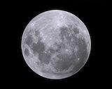 明日は満月。低めのヒールで出かけて