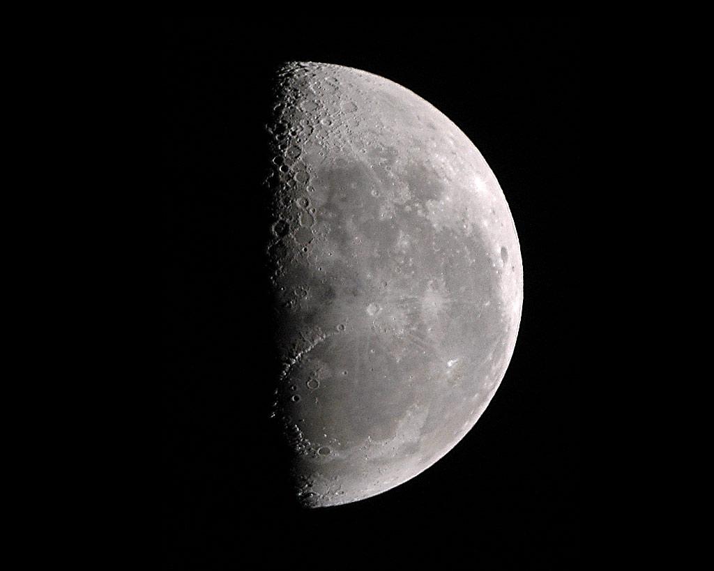 12月19日は上弦の月。お風呂で音楽を聴いてリラックス☆